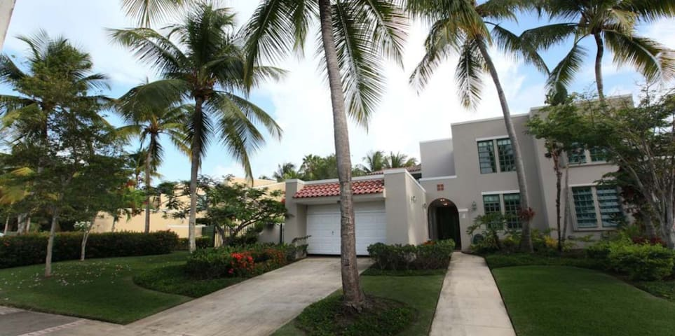 Luxurious Community with Private Beach - Dorado - Appartement