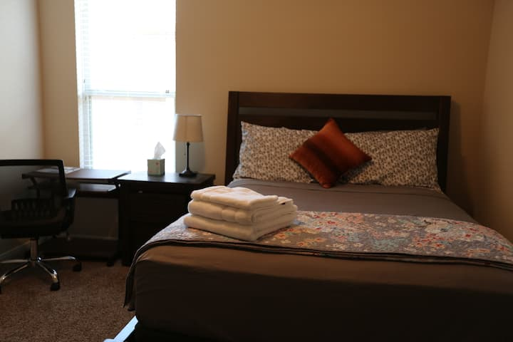 Cozy private room close to major places Tomball Tx
