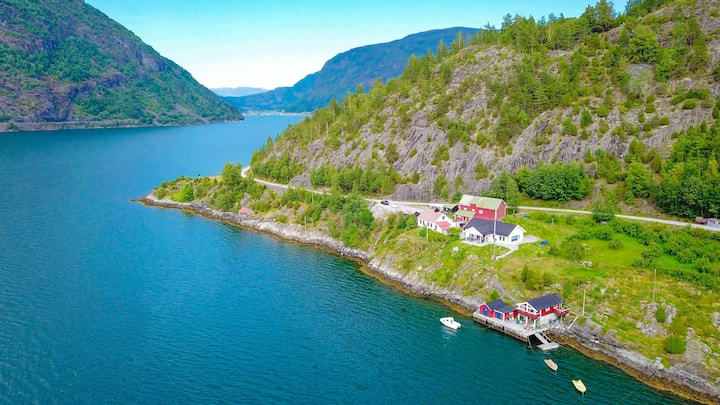 EXPLORE NORWAY! Quiet house by the Fjord