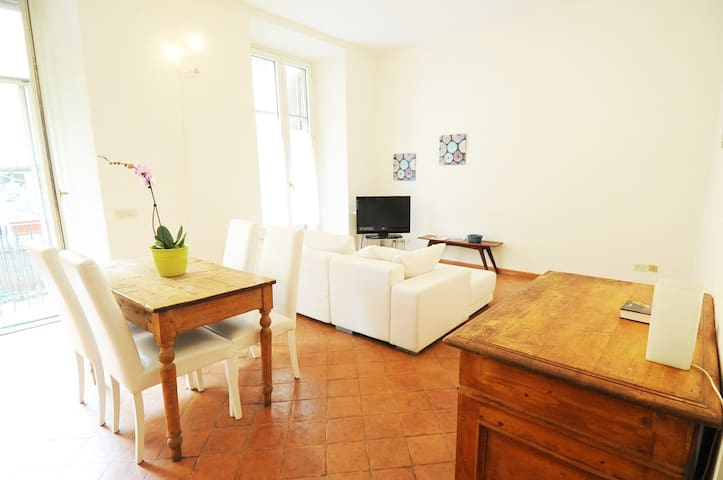 Apartment with garden in the heart of Trastevere