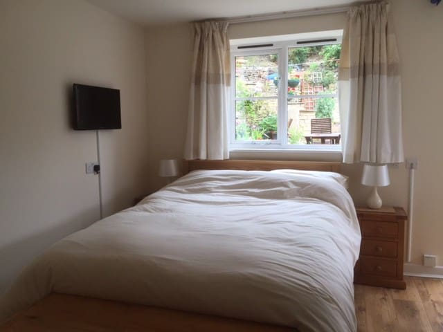 Bed and breakfast, The annexe. - Stroud