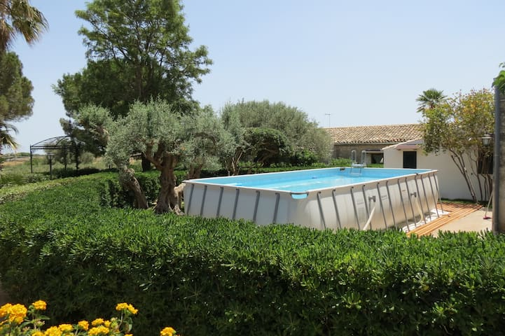 Surrounded by greenery, Casa Papanno