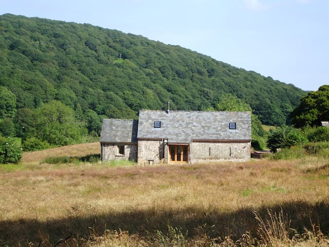 Beautiful 18th century barn on Sugar Loaf mountain - Monmouthshire