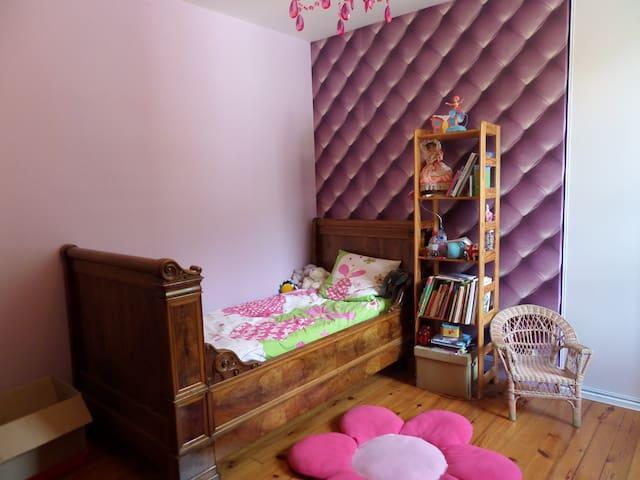 chambre avec lit 90