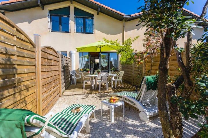 Villa jumelée (n°2)  3 étoiles à 3' de la plage