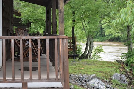 Laurel Bush Cozy Riverfront Cabin 1 *SPECIAL* - Cottage