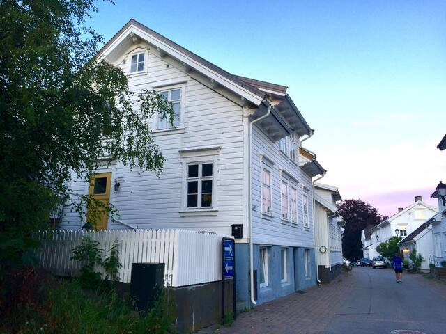 Sentral og koselig sørlandshus fra 1800-tallet