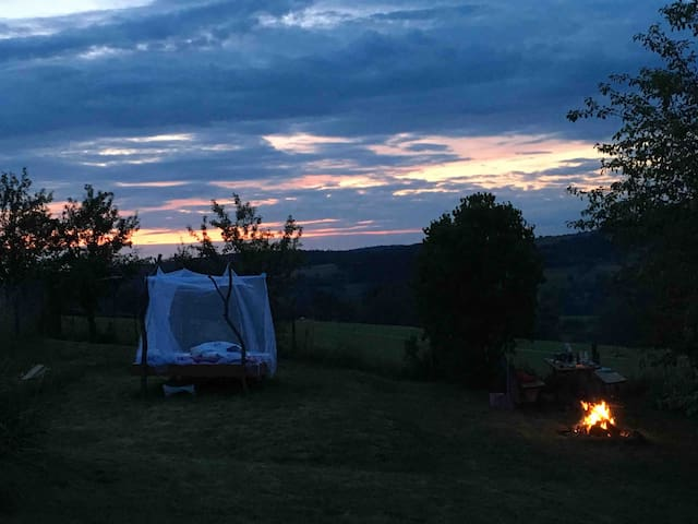 Wildromantische Nacht unter dem Sternenhimmel