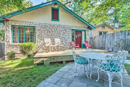 Hot Springs Home w/Hot Tub, 2mi to National Park