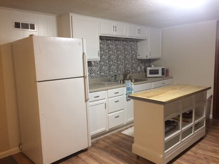High Point Hide-Away ~Pet Friendly (2 pets max)