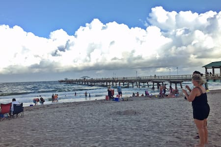 **Remarkable 2/1.5 Apartment 2 Blocks from Beach** - Lauderdale-by-the-Sea