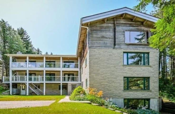 Unique one bedroom rural getaway on luxury estate!
