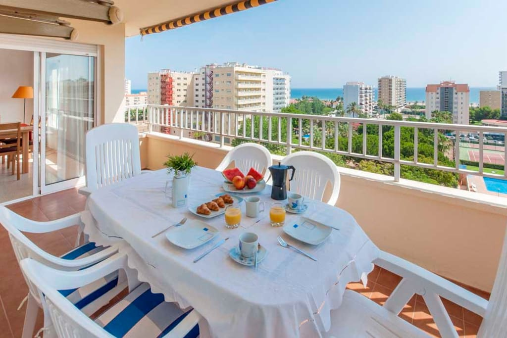 Apartamento con vistas al mar, toldo, mobiliario terraza