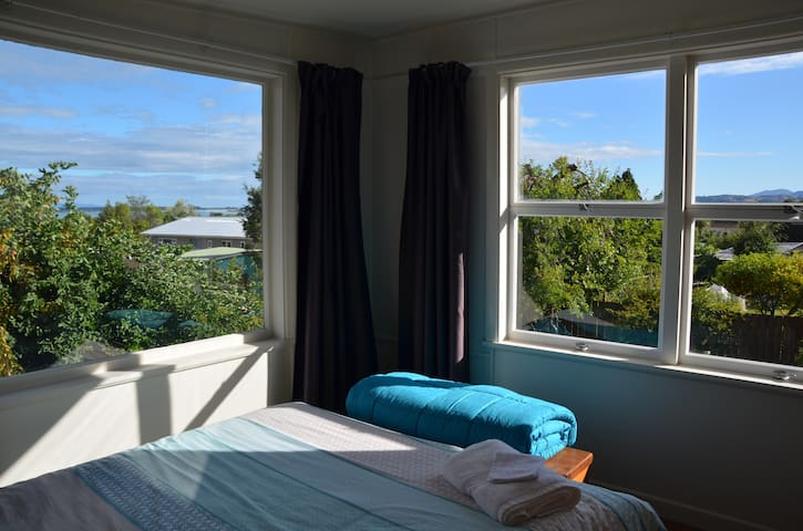 Sunny studio with views in Tasman