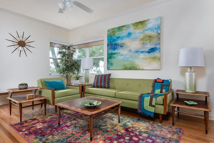Mid-Century Luxury Directly off Park Ave (2nd flr)