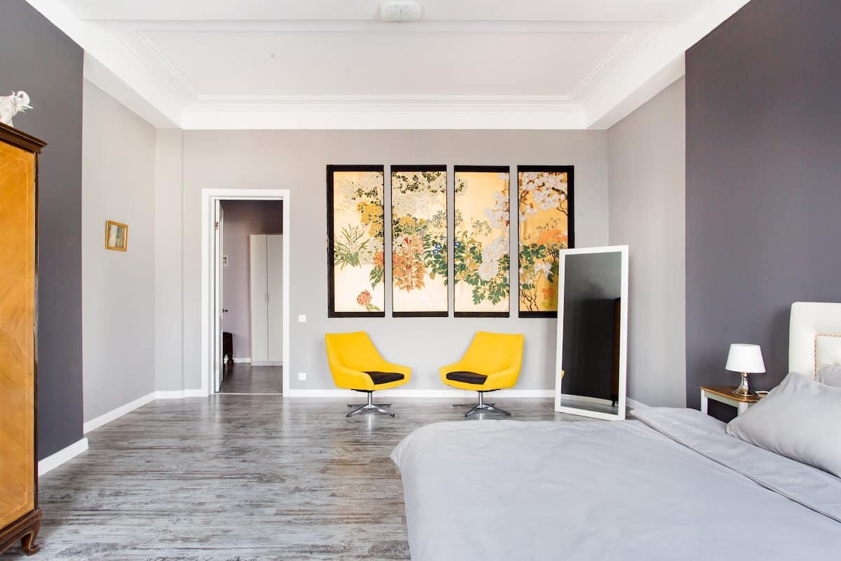 Уютная квартира с современным интерьером и старинной атмосферой