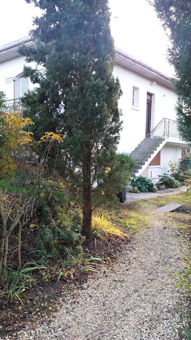 Chaleureuse maison 60m2 jardin houses for rent in for Jardin 60m2