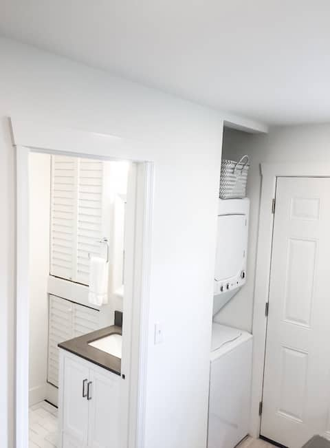 (New) Cozy apartment 7 miles from downtown