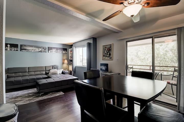 Resort Style Scottsdale Condo *Camelback Views*