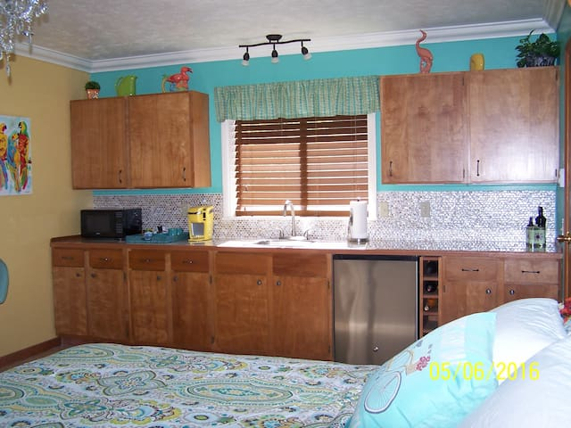Wine Country Studio Apartment - Philomath - Bed & Breakfast