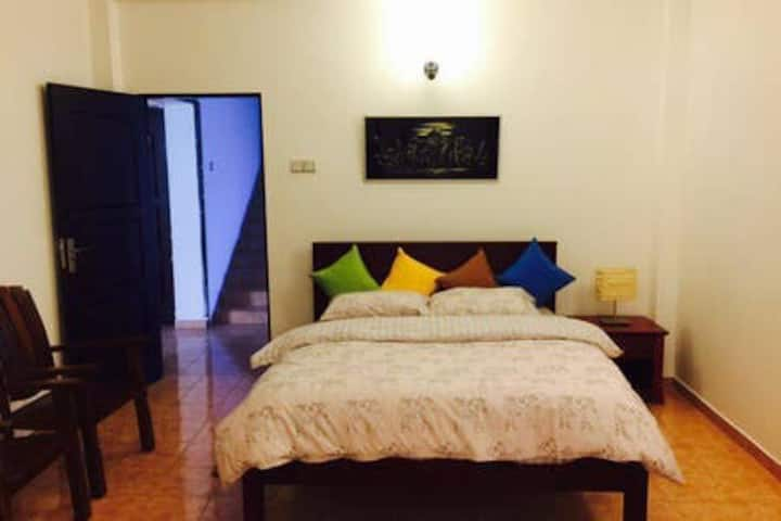 Lovely double room facing Galle Rd, Mount Lavinia.