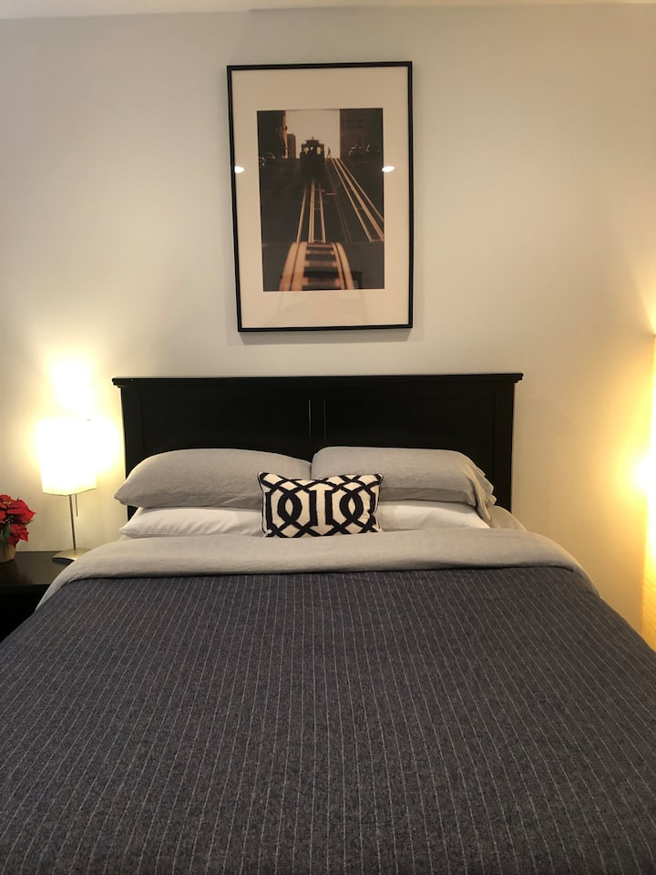 Private, Large 1st Floor Bedroom, Arts District