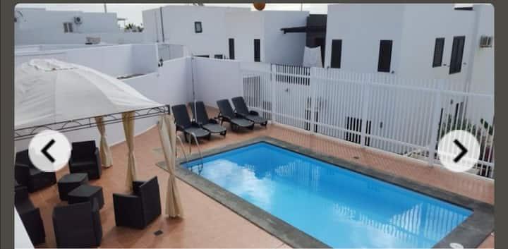 Fantástica  y amplia villa con piscina privada.