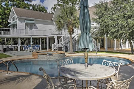 Impressive 3BR Pass Christian House w/Pool! - Pass Christian - Casa