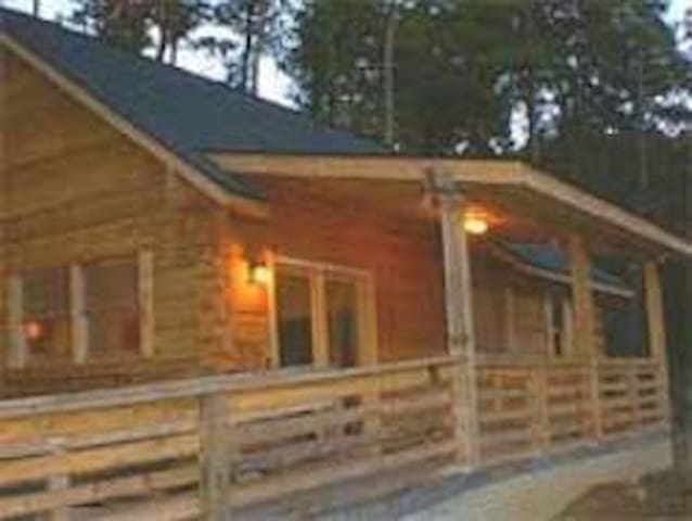 Hemlock hollow log cabin hot tub on deck chalet in for Persiane delle finestre di log cabin