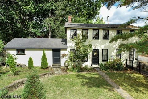 Carriage House Apartment in Historic Bellefonte