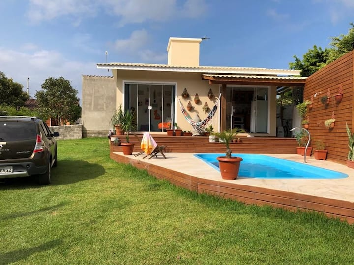 Casa com piscina praia da Gamboa a 700 mts do mar