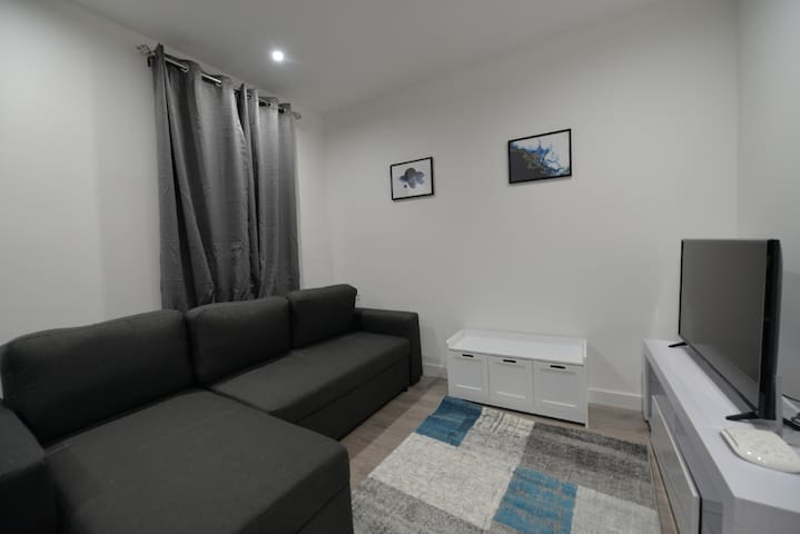 Rugby Town Centre & Train Station - 1 Bedroom Apt