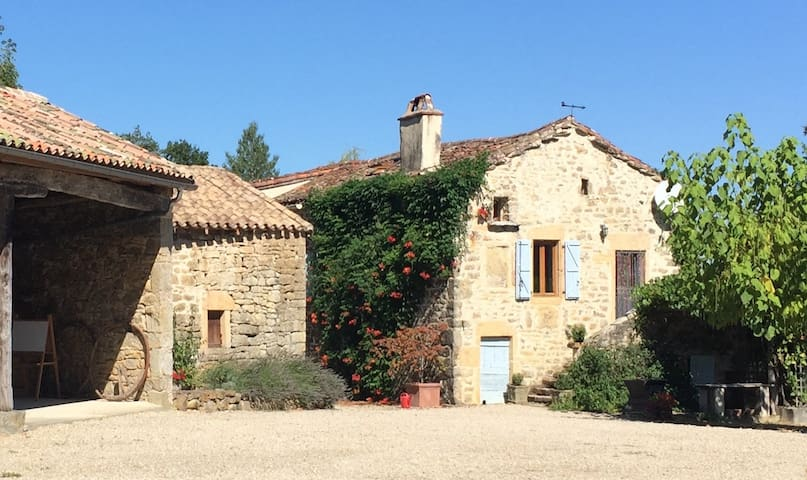 Charming  farmhouse gîte with  a large pool