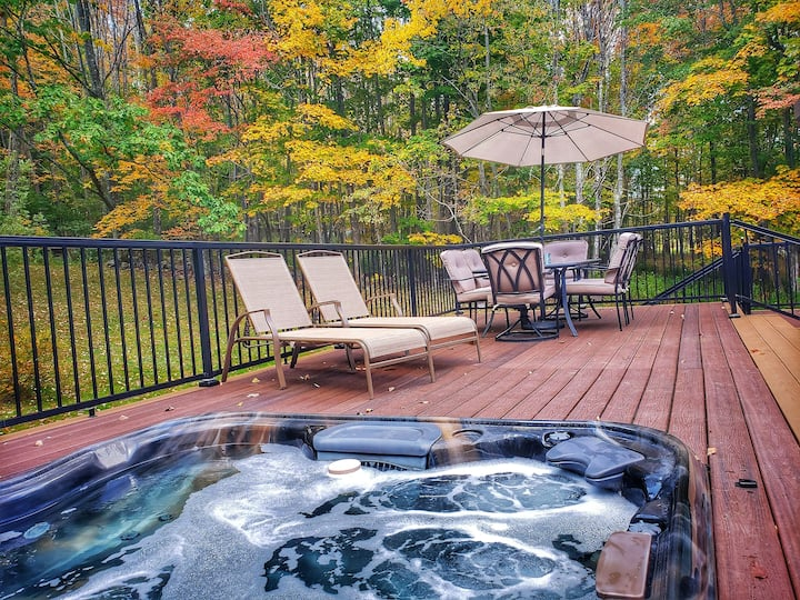 The Perfect Winter Time Getaway w/Hot Tub & Sauna