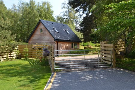 Contemporary cabin with superfast WiFi - Farr - Zomerhuis/Cottage