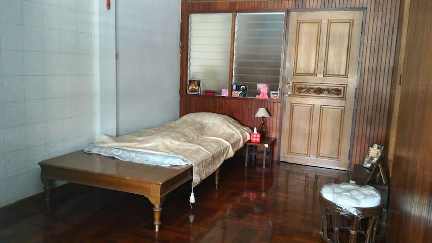 Small wooden style room - Bangkok - Hus