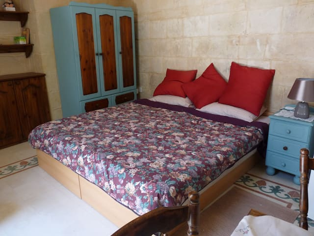 Double or 2 Single beds