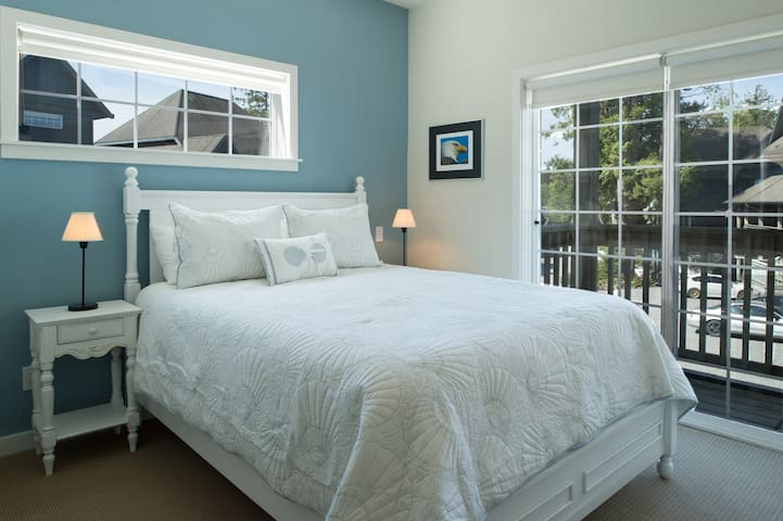Bright second bedroom with Queen bed and luxury linens.