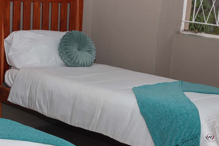 Wakefield Lodge ( Standard Room with single beds)