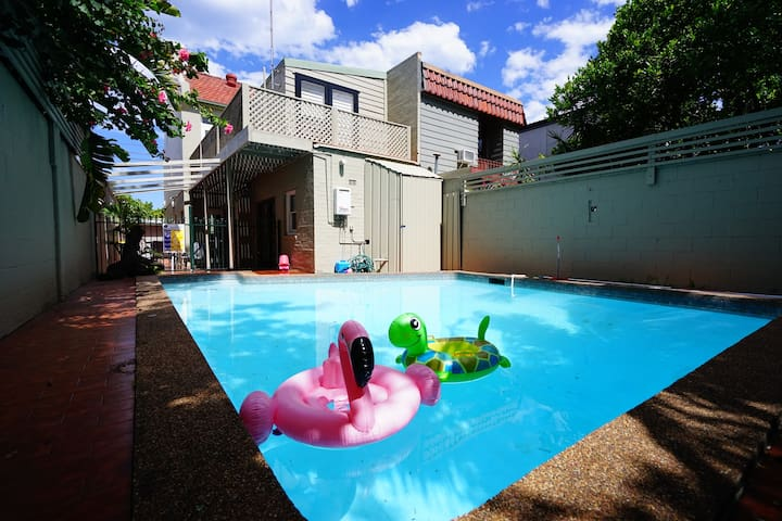 Bronte Victorian terrace with an amazing pool!