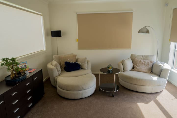 Spacious House, single bedroom free Wifi/Carpark