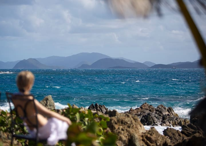 """Oceanfront Paradise """"Sapphire del Mar"""" B-107"""
