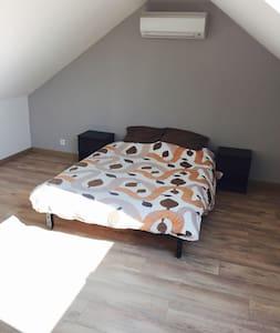 Chambre et salle de bains privées dans une maison - Chambéry - Casa