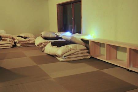 Tatami Zakone Room  畳雑魚寝部屋2 - Yonago-shi
