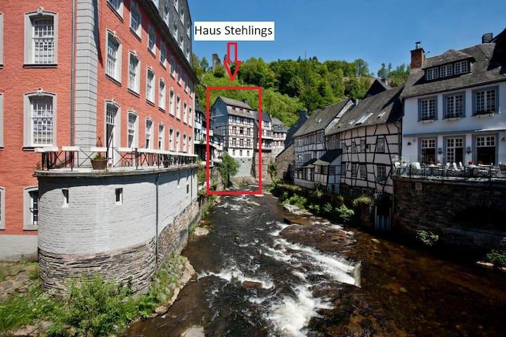Rurzimmer- zentral in Monschau mit Flussrauschen
