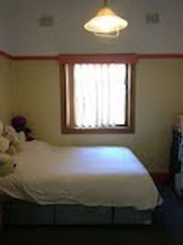 NICE AND CLEAN ROOM - Roselands - Huis