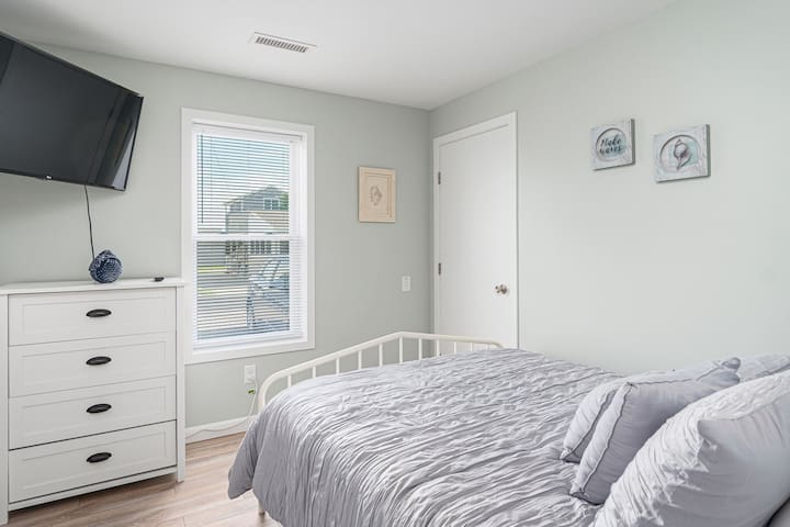 Bedroom #4, Queen Bed