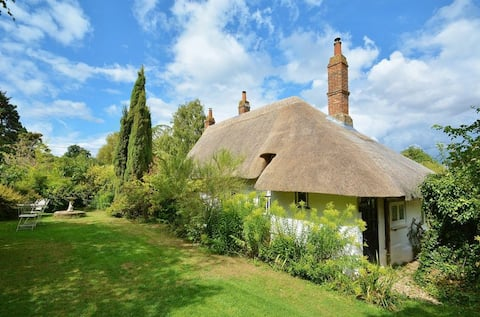 Beautiful Thatch Cottage Near Oxford & Thame