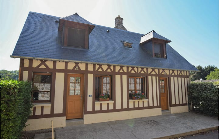 Stunning home in Le Bourg-Dun with WiFi and 2 Bedrooms