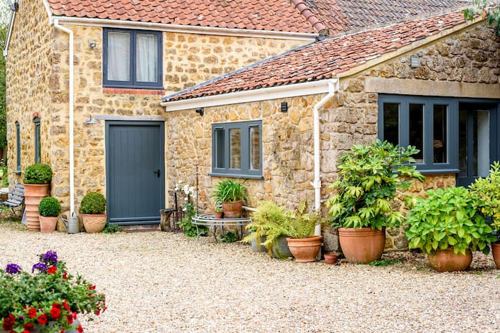 Smallcote - all year round bolthole in Somerset.